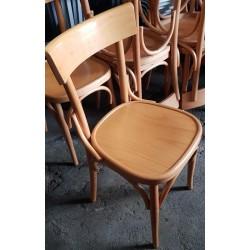 Sedie di legno chiaro